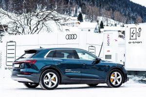Audi_e-tron_zasilane przez super szybkie ładowarki_arch.ABB_2
