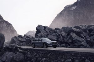 262615_The_refreshed_Volvo_V90_B6_AWD_Cross_Country_in_Thunder_Grey